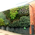 Arquitetura sustentável em loja de varejo na Inglaterra
