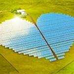 Fazenda solar em forma de coração para pedir mais amor ao setor.