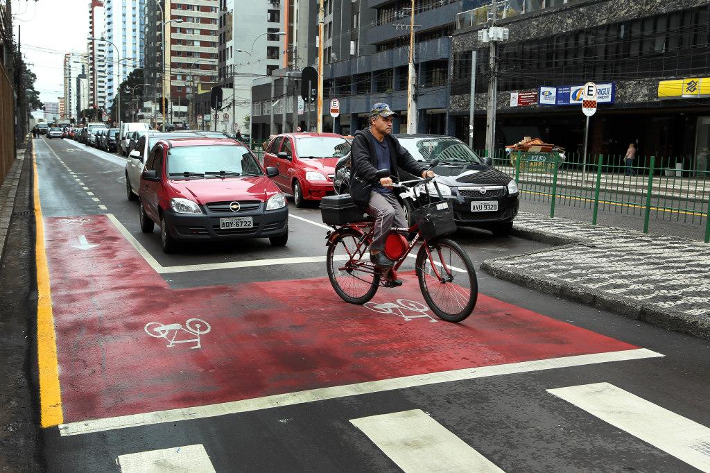 Lei da bicicleta em Curitiba