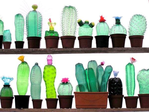 garrafas pet transformadas em arte por artista tcheca sustentarqui. Black Bedroom Furniture Sets. Home Design Ideas