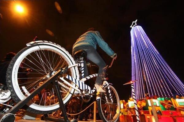193 Rvore De Natal Iluminada Com Pedaladas De Bicicletas