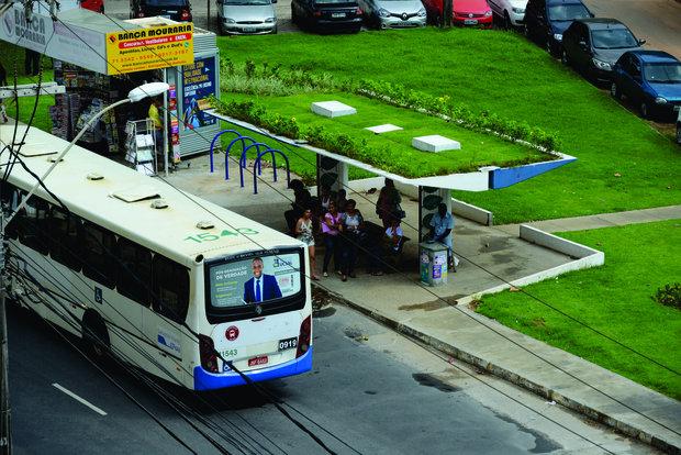 ponto de ônibus verde em salvador