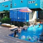 Hostel sustentável no Brasil feito com contêineres