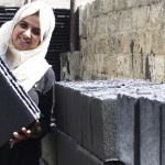 Tijolos feitos com cinzas da guerra em Gaza