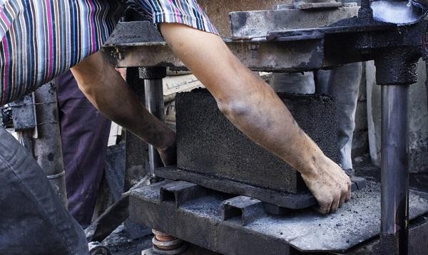 Tijolos feitos com escombros de Gaza