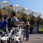 Semáforos inteligentes priorizam ciclistas holandeses até debaixo de chuva