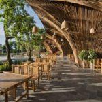 Restaurante em bambu encanta quem passa pelo local