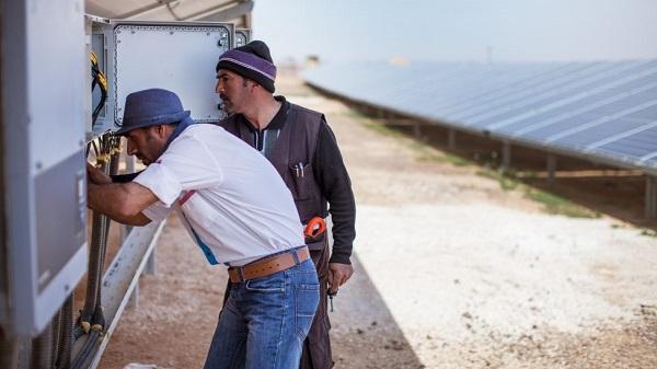 campo de refugiados na Jordânia com energia solar