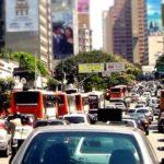 Menos carros, por favor! Estudo aponta que os automóveis são os maiores emissores de poluentes
