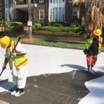 Por que Los Angeles está pintando as ruas de branco?
