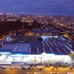 Maior usina solar urbana do Brasil fica em um supermercado em Goiânia
