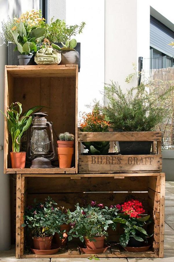 Jardim com caixotes de feira