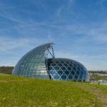 Painéis solares giratórios são destaque na nova obra de Shigeru Ban