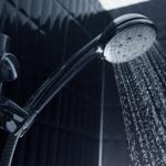 Banho mais sustentável: veja como economizar e proteger o planeta