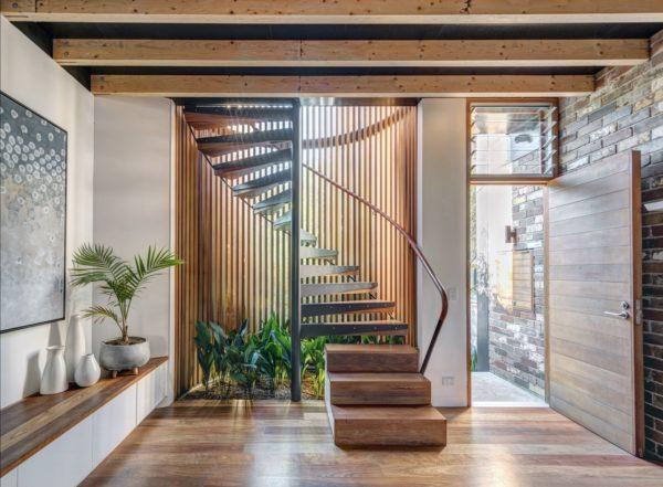casa autossustentável escada
