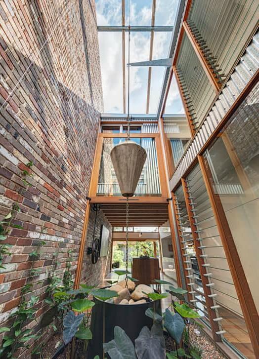 casa autossustentável patio interno